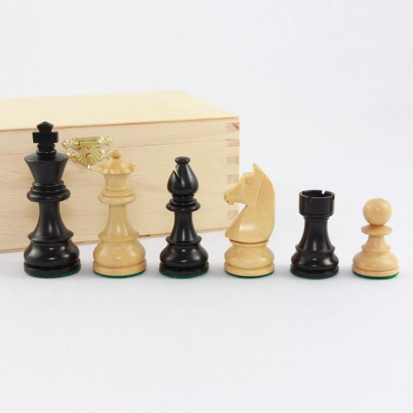Schachfiguren aus Holz, (K76)