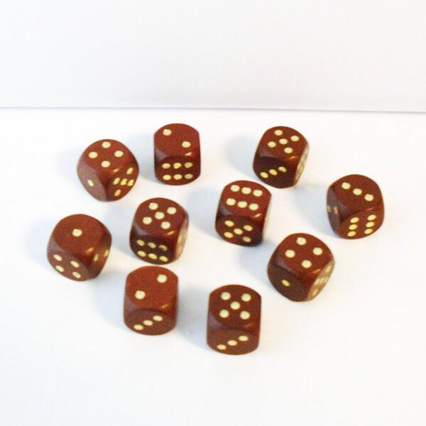10 Würfel aus Ahornholz (16 mm), braun