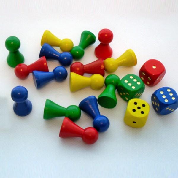 Spielset aus Holz mit 16 Spielfiguren 27 x 15 mm und 4 Würfel