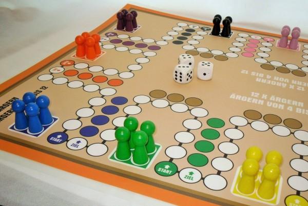 riesiges Ludo Spiel für 4 bis 12 Personen Spielplan 590 x 840 mm (A1) Brettspiel