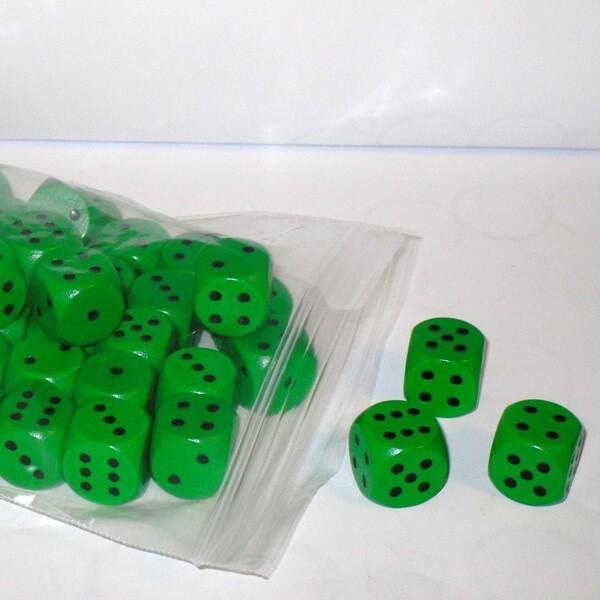50 Würfel aus Ahornholz (16 mm), grün