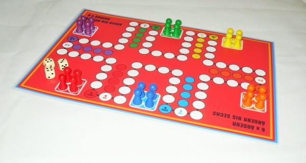 Sparpreis - Ludo magnetisch für bis zu 6 und 8 Personen - doppelseitiger Spielplan 2 Ludospiele A3