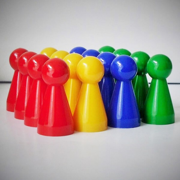 "16 Stück Halmakegel ""Kunststoff Groß""- Spielset (40 mm), 4 Farben gemischt"
