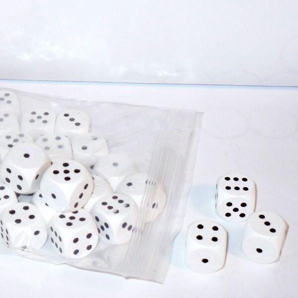 50 Würfel aus Ahornholz (16 mm), weiß